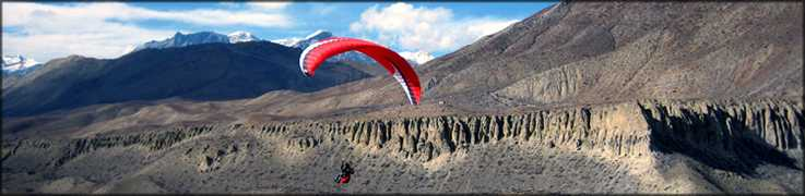 Paragliding in Mustang